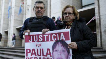 Años de lucha. Los padres de Paula, en tribunales. Siempre estuvieron al frente del reclamo de justicia.