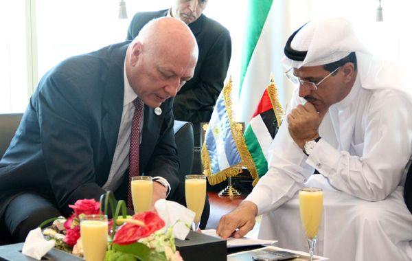 El gobernador durante el encuentro con el ministro de Economía de EAU.