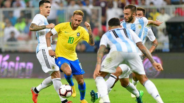Argentina perdió frente a Brasil con un gol sobre la hora