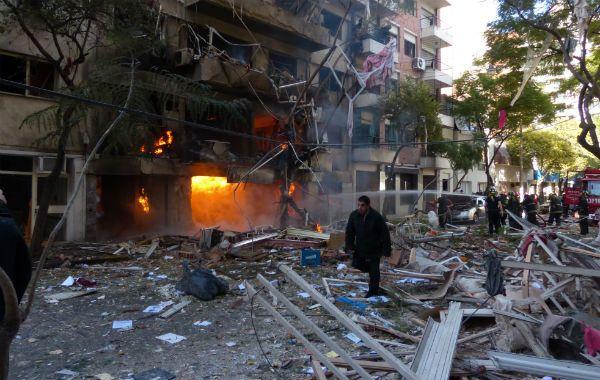 Instantes inmediatamente posteriores a la explosión. Las llamas dominaron los primeros pisos. (Foto: A. Amaya)
