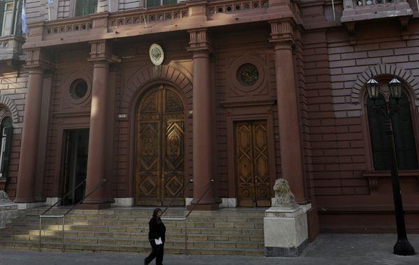 Dos nuevos funcionarios asumieron hoy en el Palacio de los Leones.