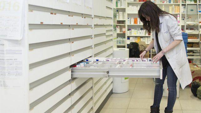 Los farmacéuticos reclaman ser incorporados dentro del personal esencial.