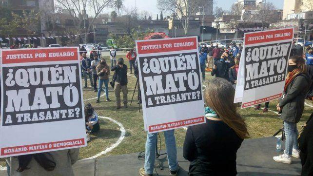 Una de las movilizaciones frente al Centro de Justicia Penal exigiendo justicia por el homicidio de Trasante.