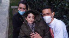 Di María posó para la foto con Rodrigo y su mamá. (Foto: captura de TV)