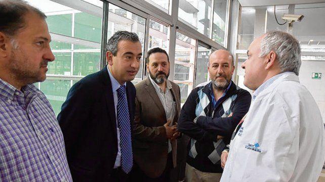 diálogo. El candidato a intendente dialogó con médicos del efector.