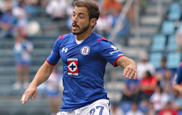 Okey. Cruz Azul de México y Newells acordaron el préstamo por una temporada. El Cabezón es el volante que pidió Américo Gallego para reforzar la contención.