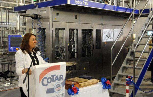 Envases. La intendenta participó de la inauguración de la nueva maquinaria.
