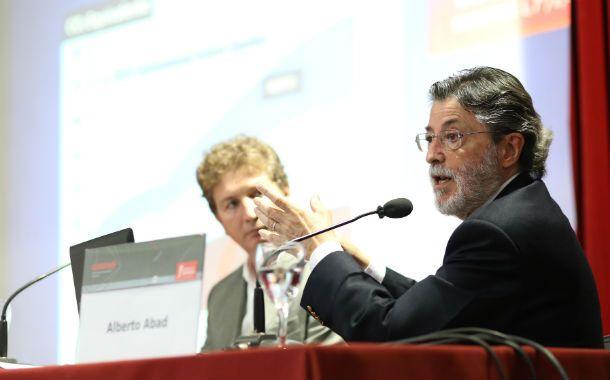 Cátedra. Abad analizó las estrategias de modernización del Estado.