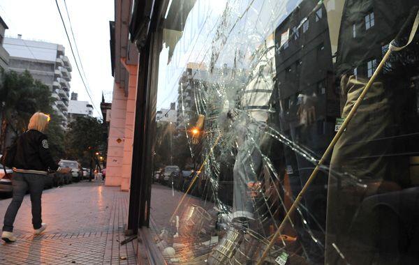 Durante la marcha hubo destrozos en locales del microcentro. (Foto: S. Toriggino)