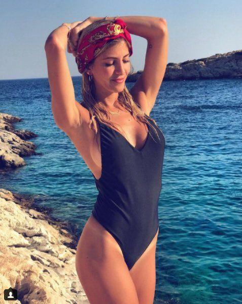 Cande Ruggeri levantó suspiros en bikini en las playas de Grecia