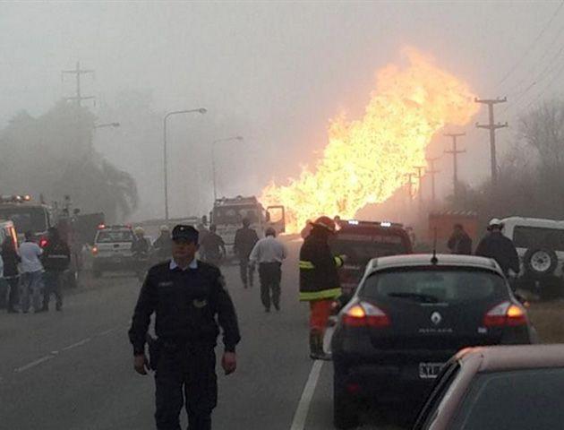 La explosión obligó a la evacuación de todo el personal de la central.(Foto: twitter@eldoceblog )