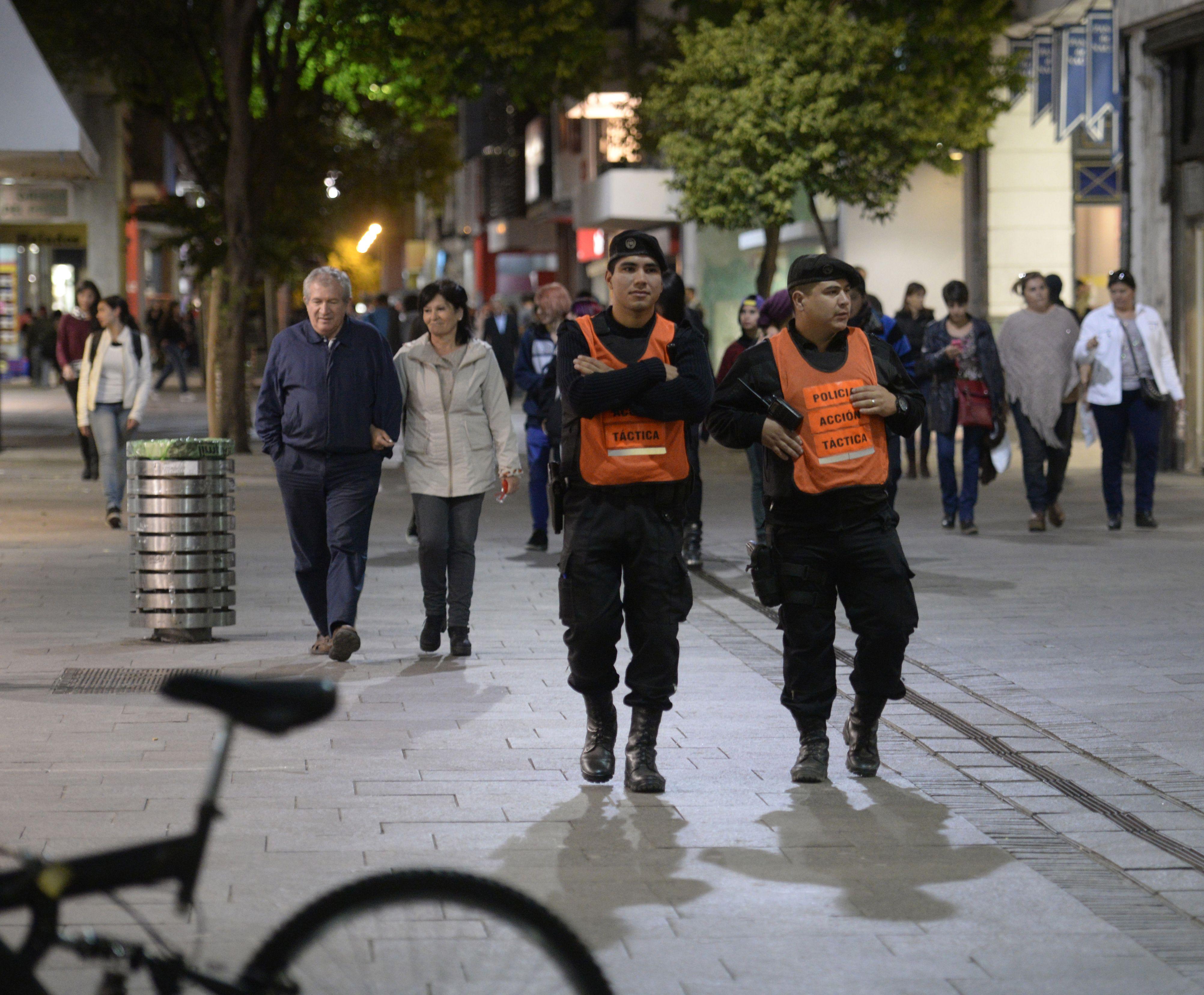 Dos integrantes de la Policía de Acción Táctica