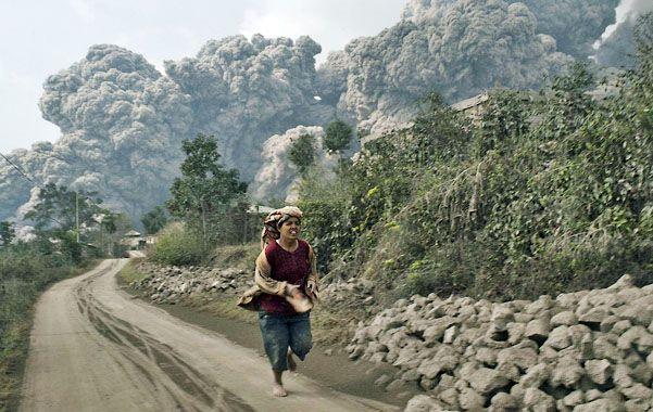 Los alrededores de la localidad de Sukameriah. Algunas víctimas fueron halladas al borde de una carretera a casi tres kilómetros del cráter.