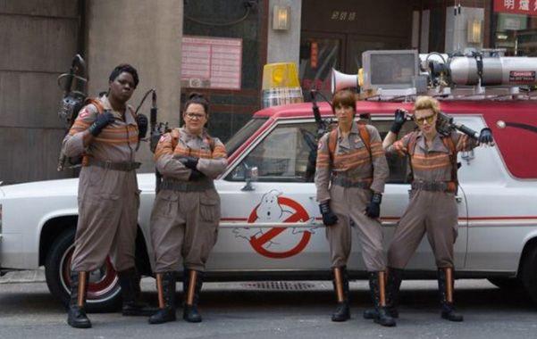 """Tanque I. """"Los cazafantasmas III"""" con Melissa McCarthy (segunda de la izquierda) al frente de un elenco de actrices."""