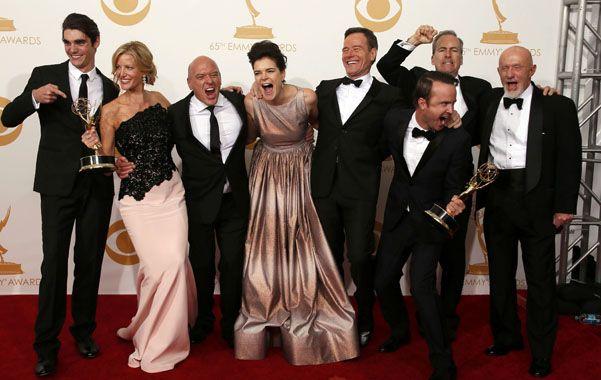 Pura sonrisa. El elenco y los productores de Breaking Bad festejaron un premio merecido que tardó en llegar.