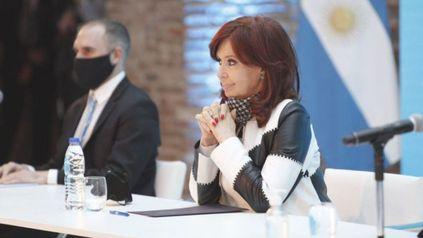 La vicepresidenta Cristina Fernández y el ministro de Economía, Martín Guzmán, una comunicación trascendente.