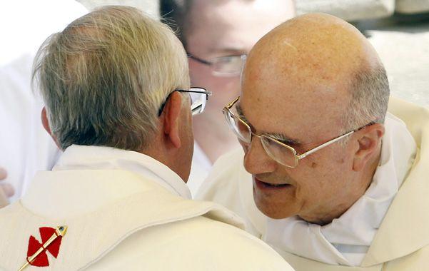 Juntos. Francisco y Bertone el jueves 15 pasado en Castel Gandolfo.