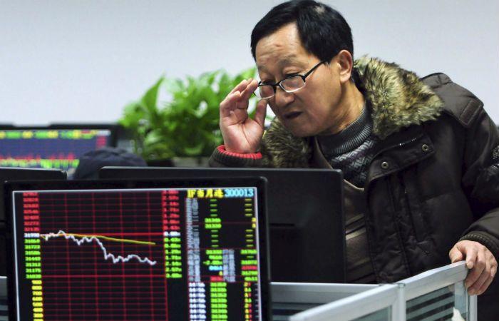 En el tobogán. Las Bolsas chinas siembran la incertidumbre sobre el estado real de la economía del gigante.