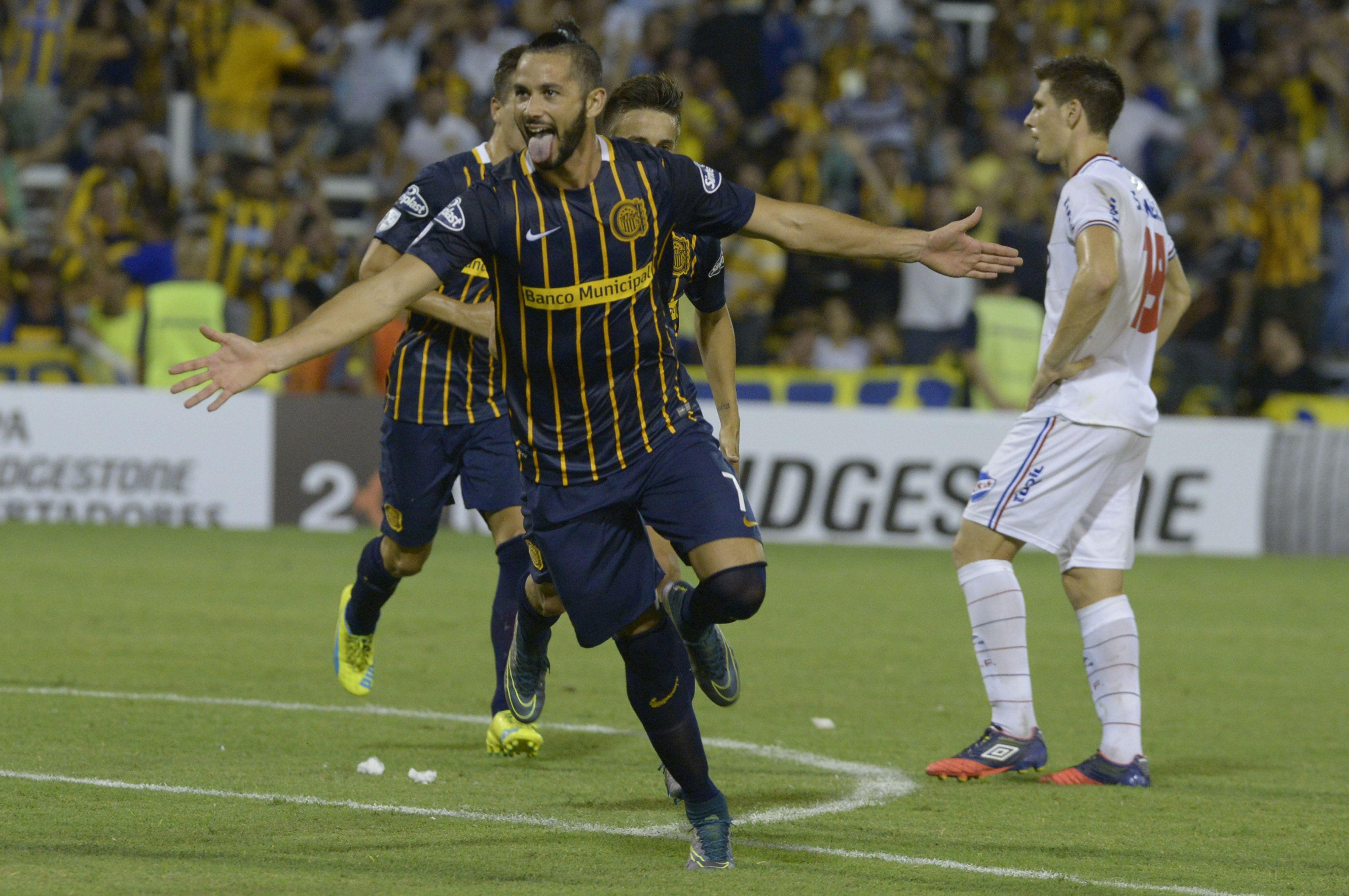 Larrondo hizo un pique ante Colón a los 88 minutos y con el 3  a 0 a favor le pasó factura.