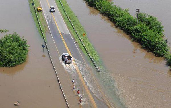 Bajo agua. En numerosas localidades santafesinas se repitió esta postal. Los daños aún no se cuantificaron.