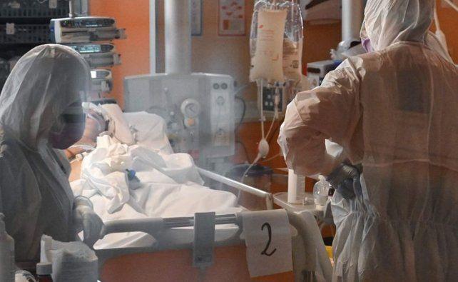 En Italia el gobierno llamó a resistir con uñas y dientes al coronavirus.