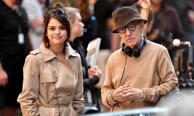 Selena Gomez junto a Woody Allen en el rodaje del filme.