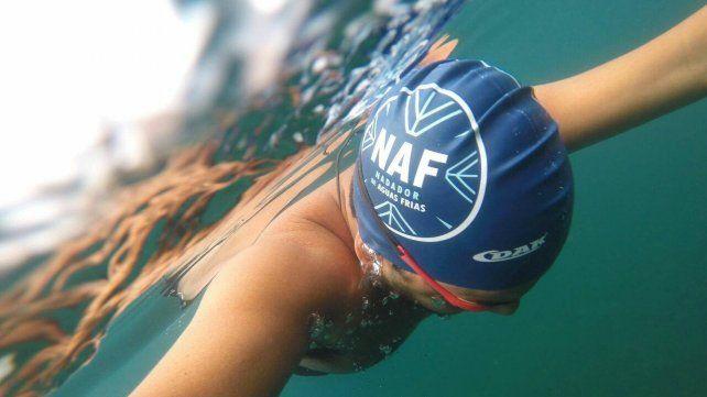 Los nadadores que ya venían en las aguas frías se sorprendieron con el aumento de gente. (Foto gentileza de NAF Argentina).