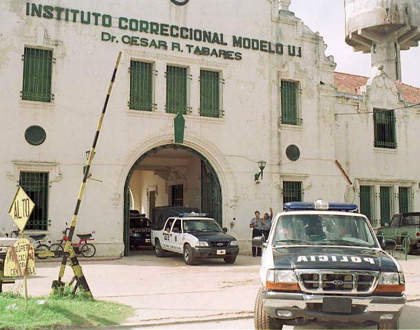 Según cifras extraoficiales en Coronda hay 1.161 internos y ya hay celdas donde conviven de a dos presos.