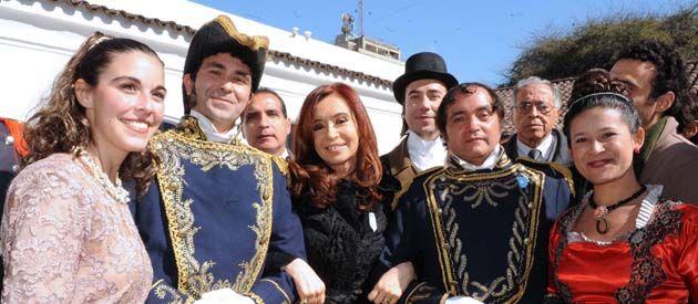 Cristina visitó la Casa de Tucumán antes de presidir el acto por el Día de la Independencia.