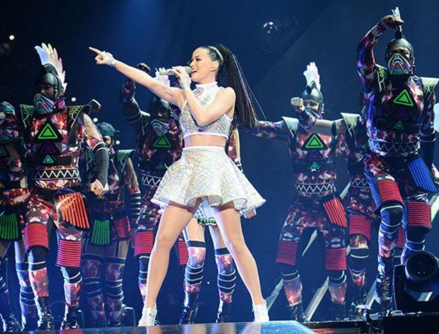 Katy Perry brilló, cantó y voló en el increíble show del Superbowl