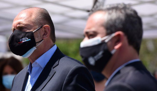 Los especialistas advierten que el movimiento en la imagen del gobernador está vinculado a la situación de la inseguridad