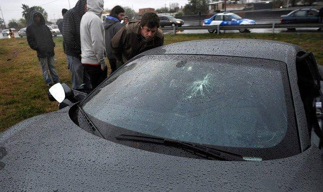 Después de seis meses no pueden determinar qué impactó en el vehículo