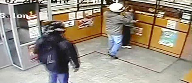 Para la policía el ladrón de adelante es Bebeto y el de atrás su cómplice