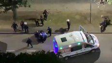 persecucion de pelicula: una policia resulto herida y un coche se prendio fuego