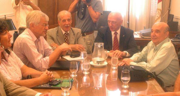 La provincia convocó a los gremios a discutir salarios en paritarias para la semana que viene
