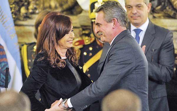 La presidenta en el momento en que Rossi juraba como titular de Defensa.