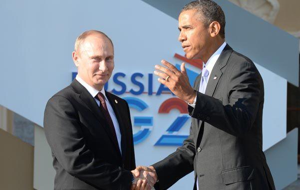 Frialdad. Putin sonríe sin mirar a Obama al recibirlo en la apertura del G-20 en San Petersburgo.