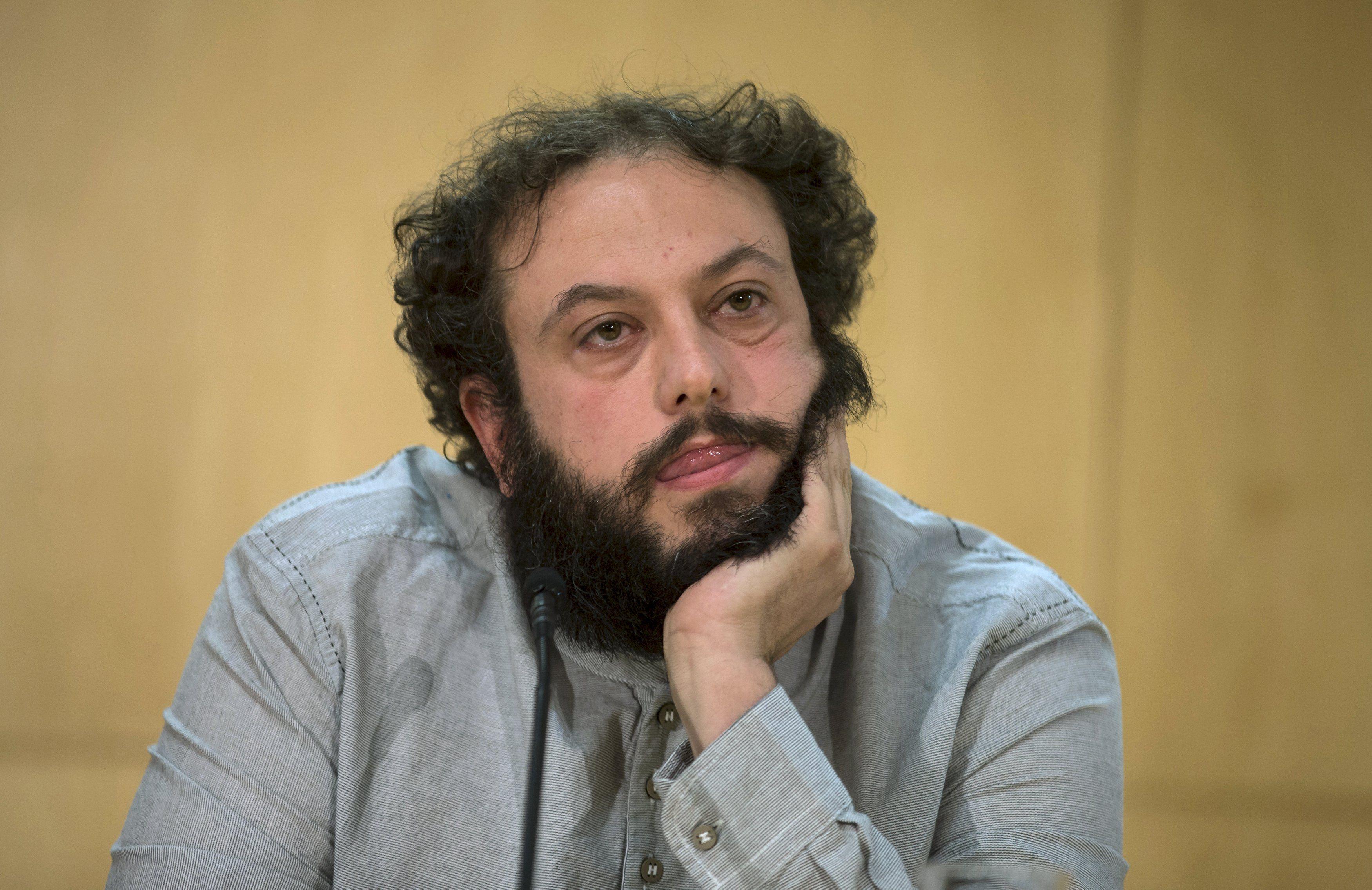 Guillermo Zapata durante la conferencia de prensa en la que anunció su dimisión.