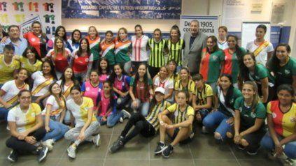 A jugar: El fútbol femenino tendrá su cita a partir de las 19 y 20.30 en las diferentes canchas de la Asociación Rosarina de Fútbol.