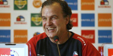 Marcelo Bielsa será ahora la estrella de la feria del libro de Santiago