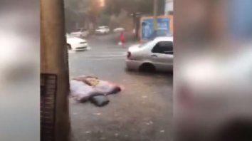 Video: una mujer que pareció ser tragada por una boca de tormenta contó que pasó