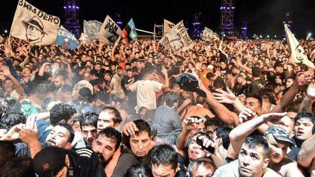 Una multitud colmó las instalaciones del predio La Colmena para ver el show del Indio Solari.
