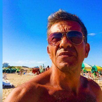 playa. Ferrari disfrutando de un día de sol. Tiene 50 años y dos hijos.