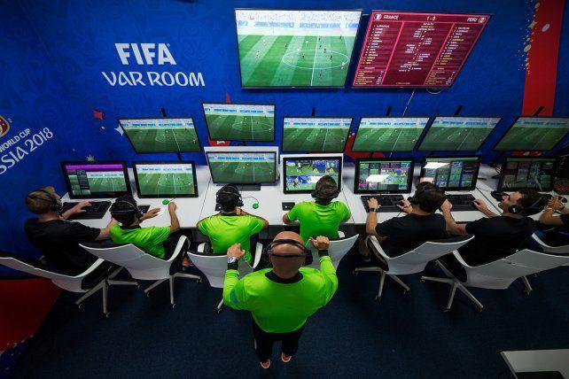 Con o sin VAR, el fútbol necesita mejores arbitrajes