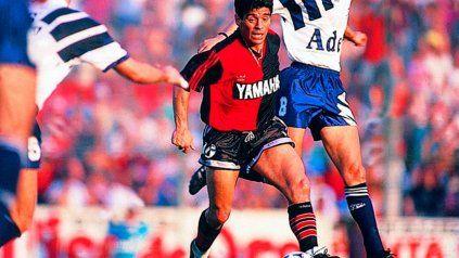 El primer partido oficial con la rojinegra. El rival fue Independiente, en Avellaneda.