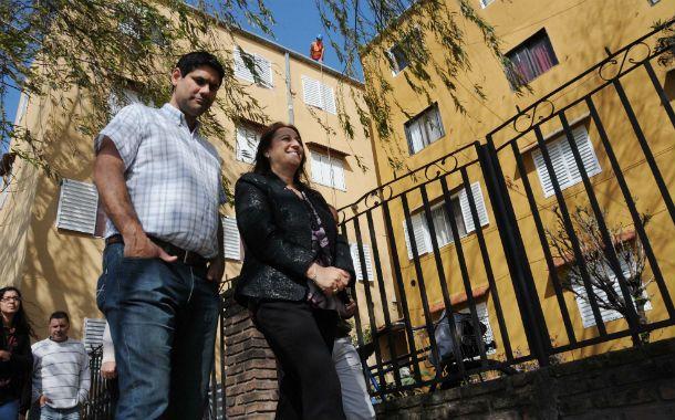 La intendenta Mónica Fein recorrió el Fonavi de barrio Acindar junto al titular del Distrito Sur