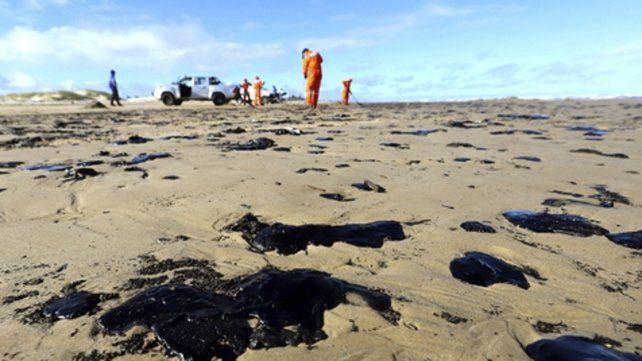 Las manchas de petróleo afectaron las costas de 63 municipios en varios estados como Pernambuco.