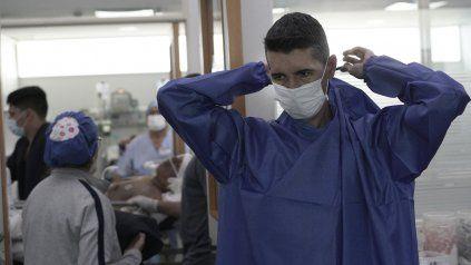 Los médicos de terapia intensiva, parte vital del sistema de salud.