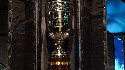 La réplica de la Copa América que está exhibida en el Museo del Deporte.
