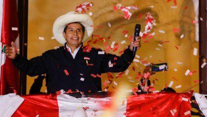 Pedro Castillo fue consagrado oficialmente presidente y asumirá el 28 de julio.